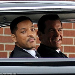 MEN IN BLACK III: Michael Stuhlbarg Joins The Cast; Pictures of Smith and Brolin On Set
