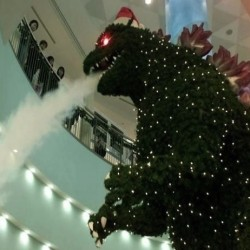 Pic of the Day: Godzilla Celebrates Christmas, Terrorizes Tokyo