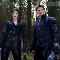 First Look: Arterton and Renner as HANSEL AND GRETEL: WITCH HUNTERS