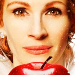 Mirror Mirror: Julia Roberts Is One Bad Apple