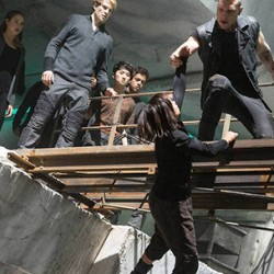 Tons of New DIVERGENT Pics And Christina Faces The Chasm in a New Clip