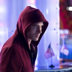 Roy's Seeing Red on Tonight's ARROW, Check Out the Comic, Clip and More