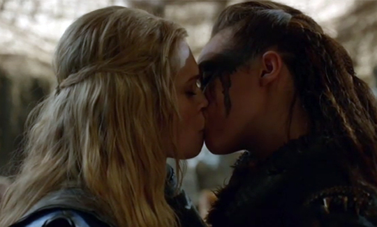 The 100 Clarke Lexa kiss