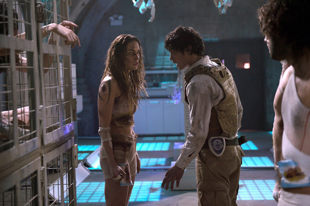 """The 100 -- """"Blood Must Have Blood, Part One"""" -- Image HU215A_0344 -- Pictured (L-R): Tasya Teles as Echo and Bob Morley as Bellamy -- Credit: Diyah Pera/The CW -- © 2015 The CW Network, LLC. All Rights Reserved"""