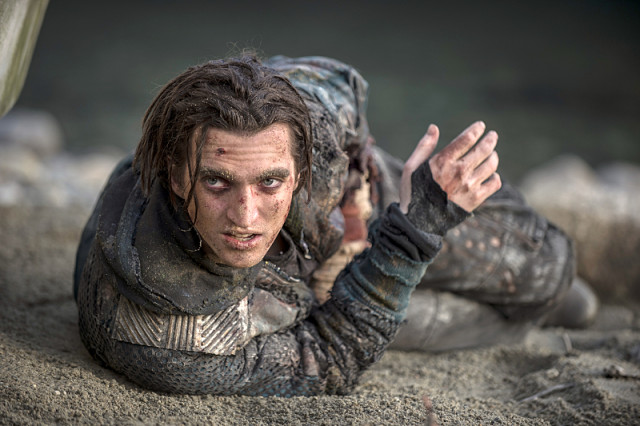 """The 100 -- """"Blood Must Have Blood, Part Two"""" -- Image HU216C_0299 -- Pictured: Richard Harmon as Murphy -- Credit: Cate Cameron/The CW -- © 2015 The CW Network, LLC. All Rights Reserved"""