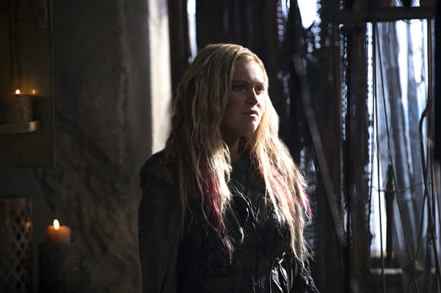 """The 100 -- """"Ye Who Enter Here"""" -- ImageHU303A_0040 --Pictured:Eliza Taylor as Clarke -- Credit: Cate Cameron/The CW -- © 2016 The CW Network, LLC. All Rights Reserved"""