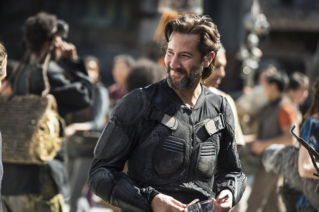 """The 100 -- """"Ye Who Enter Here"""" -- ImageHU303b_0028 --Pictured: Henry Ian Cusick as Kane -- Credit: Cate Cameron/The CW -- © 2016 The CW Network, LLC. All Rights Reserved"""