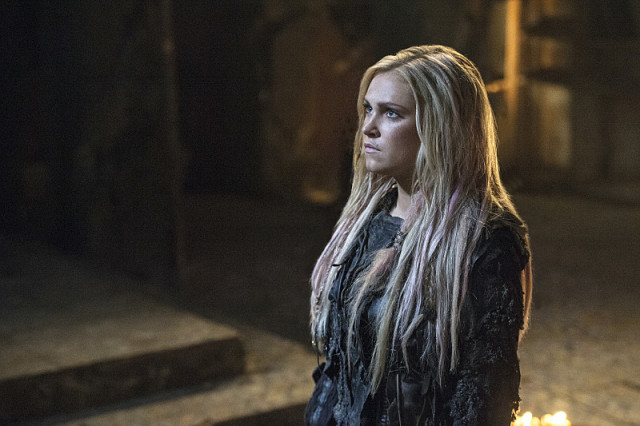 """The 100 -- """"Ye Who Enter Here"""" -- ImageHU303b_0302 -- Pictured: Eliza Taylor as Clarke -- Credit: Cate Cameron/The CW -- © 2016 The CW Network, LLC. All Rights Reserved"""