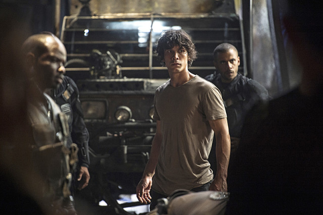 "The 100 -- ""Watch The Thrones"" -- Image HU304b_0242 -- Pictured (L-R): Bob Morley as Bellamy and Jarod Joseph as Miller -- Credit: Cate Cameron/The CW -- © 2016 The CW Network, LLC. All Rights Reserved"